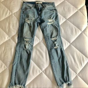 Hidden Jeans Distressed Light Wash 29 W